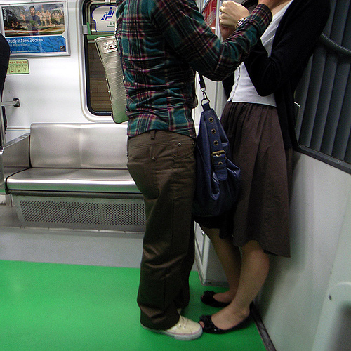 /superlocal/ 1355931714/ Korean men carry their woman's purse!